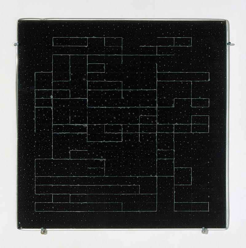 glasslines 02, 2008, Lackstift in Glasplatten eingeschmolzen und Rückseite lackiert, 72 x 72 cm
