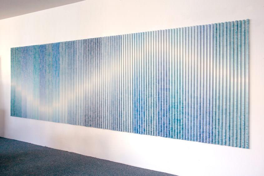 charts, 2010 (4 Hängevarianten) Acrylfarbe auf 120 Aluminiumstangen, 160 cm Höhe, Breite variabel.