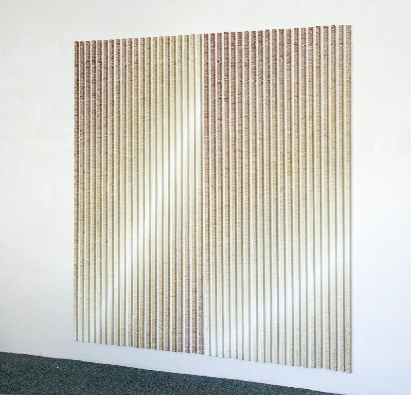 melange, 2010, Acrylfarbe auf Aluminiumstangen, 200 cm hoch, Breite variabel