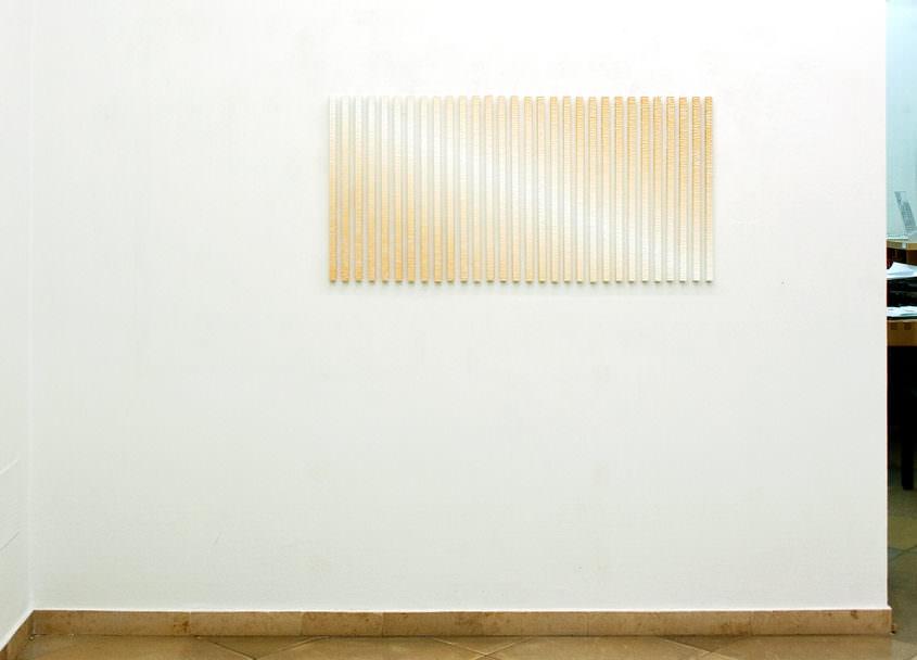 ray @ artmark gallery Vienna, 2010, Acryl auf 30 Aluminiumstäben, ca. 60 x 170 cm