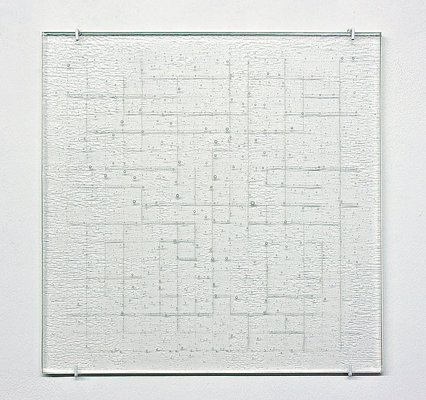 Zone Rot, 2010, Lackstift in eschmolzenen Glas, 38 x 38 cm