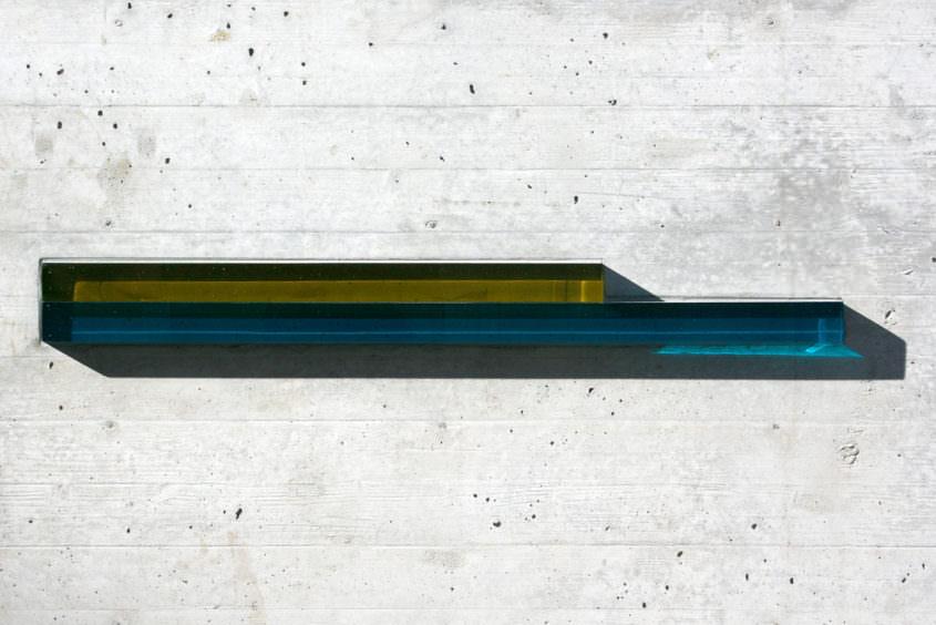 Glasschmelzstäbe in Betonmauer