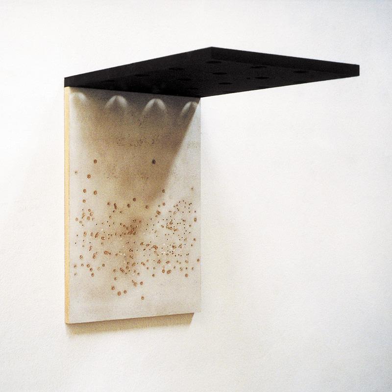 Deck 01, 1997, Mischtechnik auf Holzfaserplatten und Bohrungen 47 x 32 x 45 cm