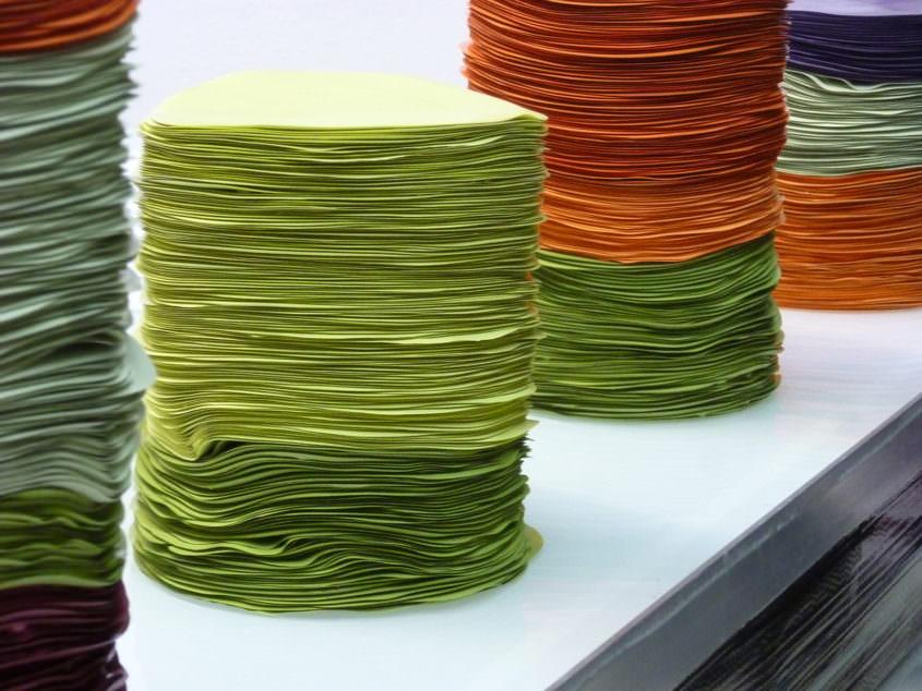 gestapelte Farbkreise in grün und orangen Farben